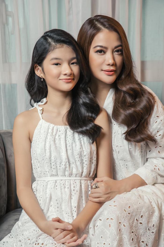 Con gái Trương Ngọc Ánh lại gây sốt với bộ ảnh xinh đẹp chuẩn hoa hậu tương lai Ảnh 7