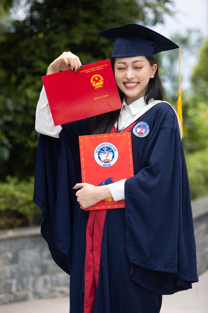 Bùi Phương Nga rạng rỡ tốt nghiệp Đại học Kinh tế Quốc dân bên cạnh Bình An: Tài sắc vẹn toàn! Ảnh 9
