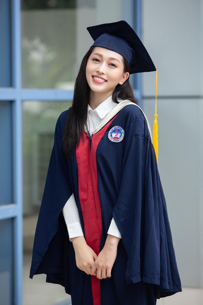 Bùi Phương Nga rạng rỡ tốt nghiệp Đại học Kinh tế Quốc dân bên cạnh Bình An: Tài sắc vẹn toàn! Ảnh 5