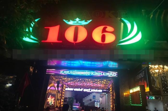 Bắt quả tang 2 nữ phục vụ múa 'thoát y' bên trong quán karaoke ở Đồng Nai Ảnh 1