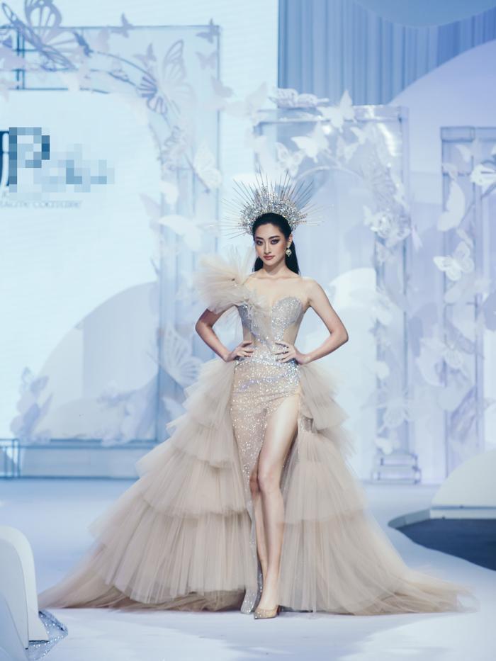Á hậu Hoàng Thùy, Lan Khuê khiến khán giả ngẩn ngơ khi diện váy cưới xa hoa Ảnh 8