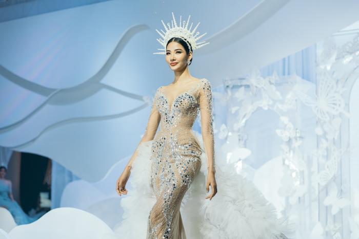 Á hậu Hoàng Thùy, Lan Khuê khiến khán giả ngẩn ngơ khi diện váy cưới xa hoa Ảnh 2