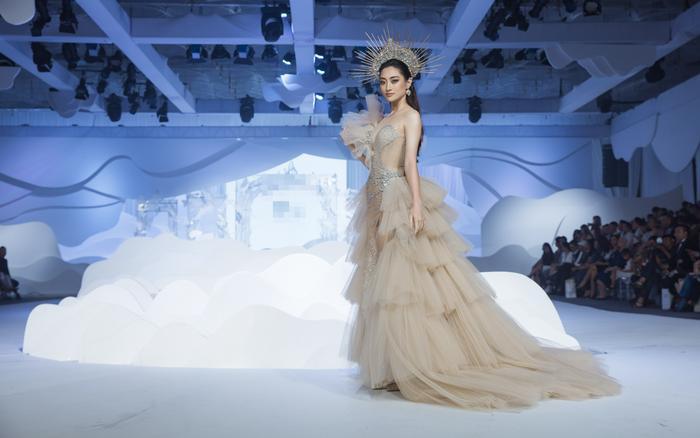 Á hậu Hoàng Thùy, Lan Khuê khiến khán giả ngẩn ngơ khi diện váy cưới xa hoa Ảnh 9