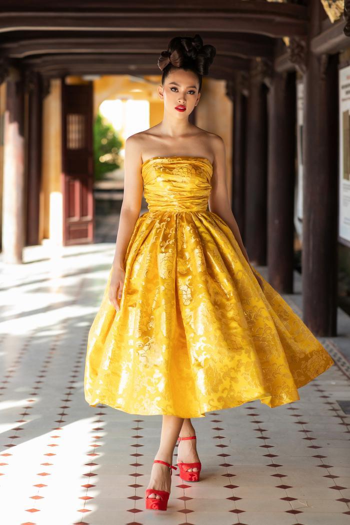 Trương Thị May đẹp sắc sảo với vest khổng lồ, cùng mẹ dự show thời trang Ảnh 9