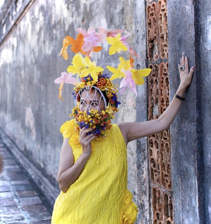 Trương Thị May đẹp sắc sảo với vest khổng lồ, cùng mẹ dự show thời trang Ảnh 5