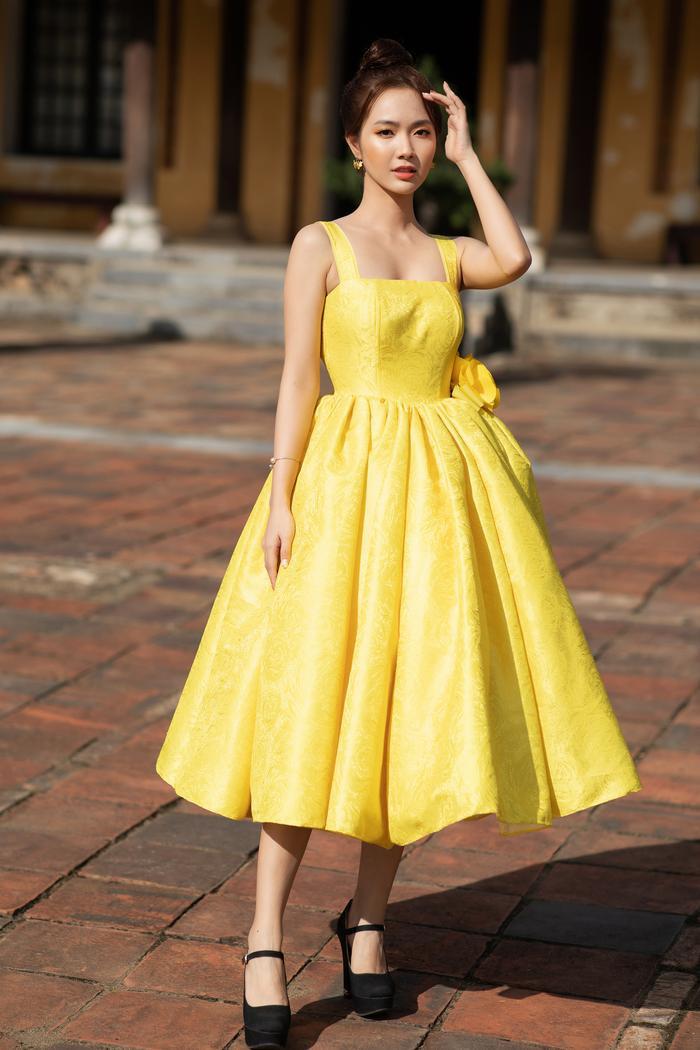 Trương Thị May đẹp sắc sảo với vest khổng lồ, cùng mẹ dự show thời trang Ảnh 8