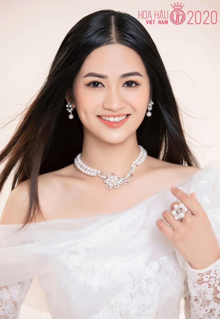 Mê mẩn ngắm nhan sắc Top 60 Hoa hậu Việt Nam 2020 diện áo dài trắng tinh khôi Ảnh 17