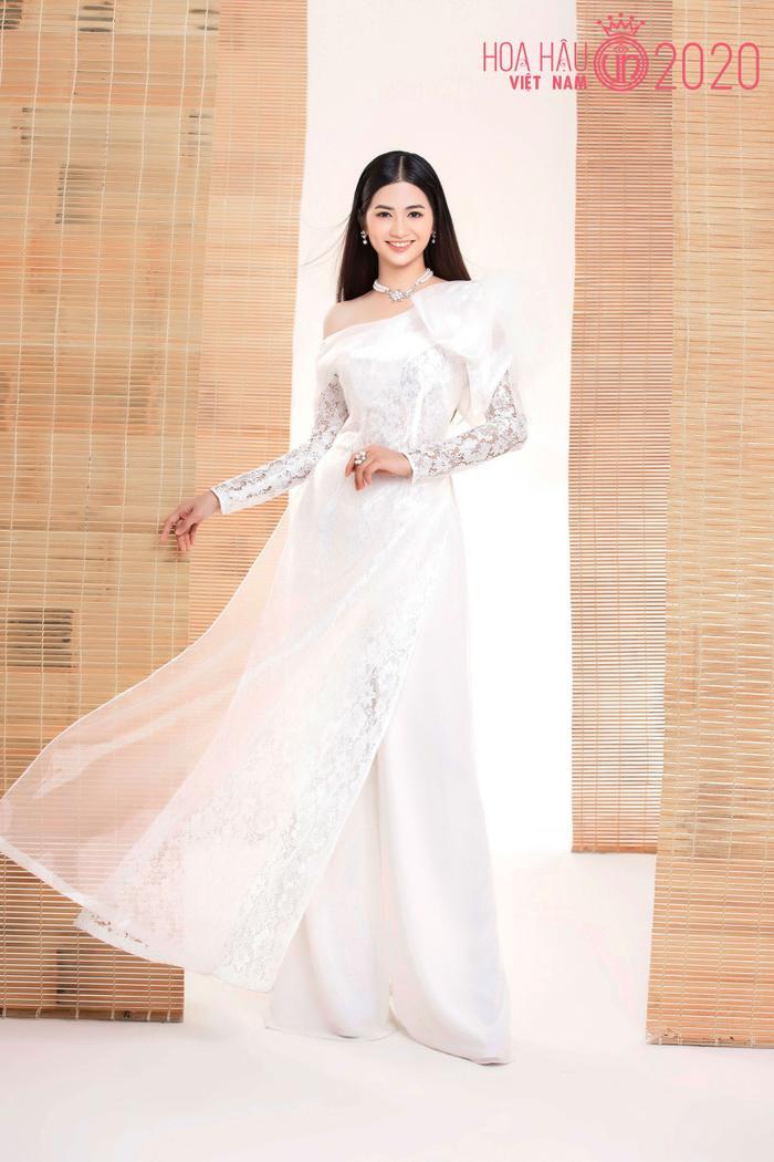Mê mẩn ngắm nhan sắc Top 60 Hoa hậu Việt Nam 2020 diện áo dài trắng tinh khôi Ảnh 18