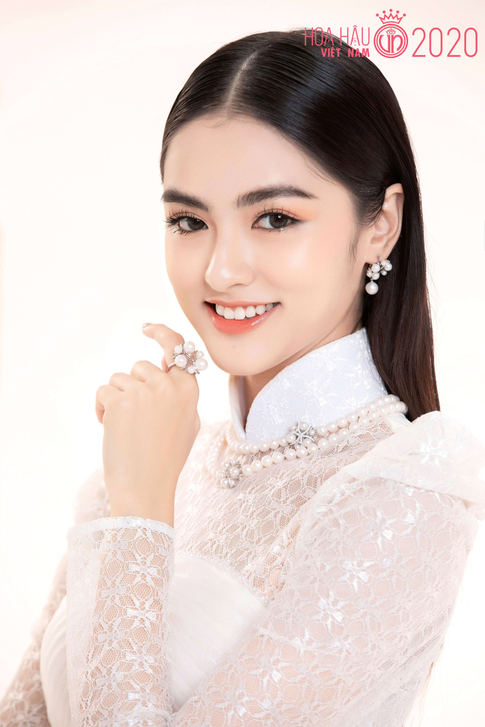 Mê mẩn ngắm nhan sắc Top 60 Hoa hậu Việt Nam 2020 diện áo dài trắng tinh khôi Ảnh 13