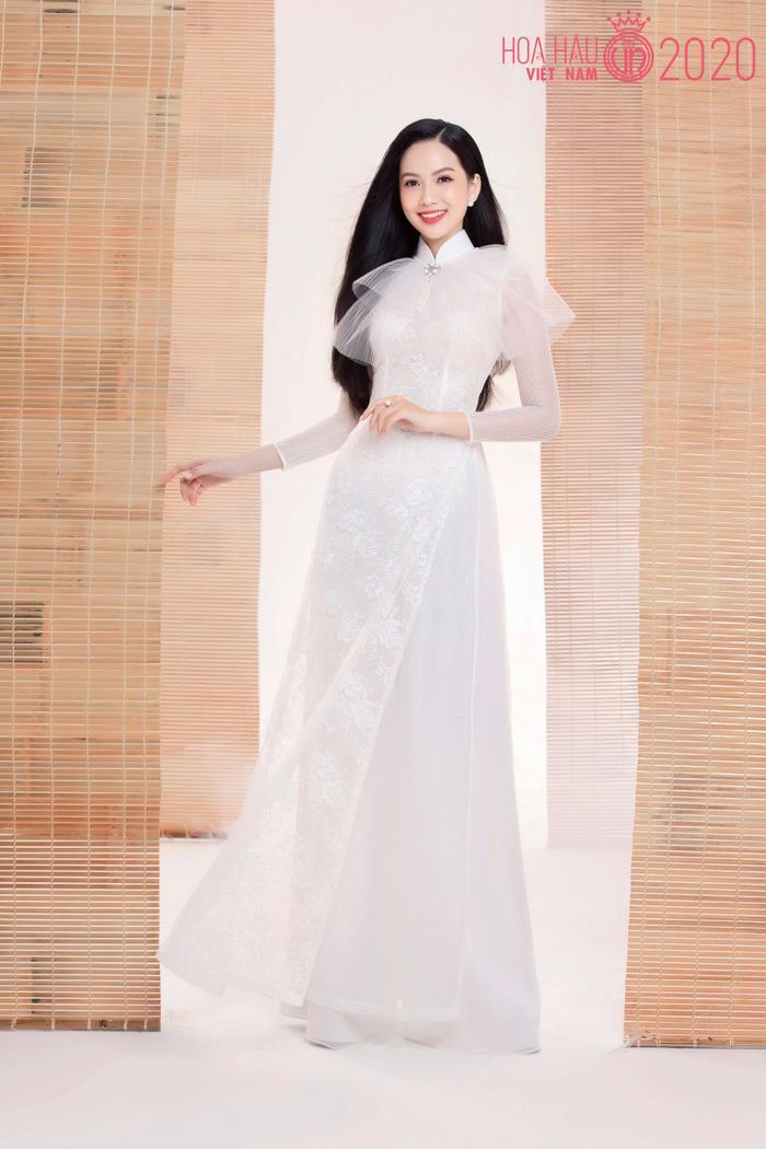 Mê mẩn ngắm nhan sắc Top 60 Hoa hậu Việt Nam 2020 diện áo dài trắng tinh khôi Ảnh 11