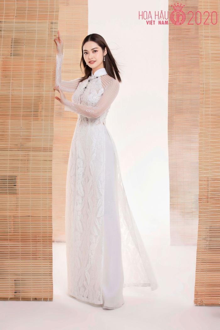 Mê mẩn ngắm nhan sắc Top 60 Hoa hậu Việt Nam 2020 diện áo dài trắng tinh khôi Ảnh 7