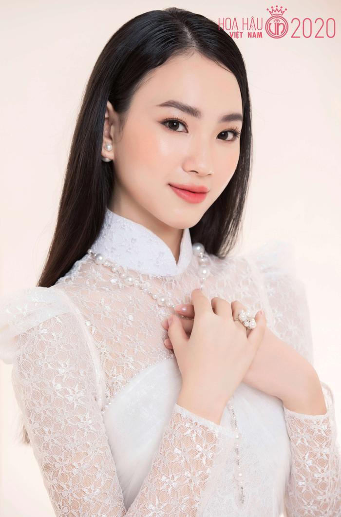 Mê mẩn ngắm nhan sắc Top 60 Hoa hậu Việt Nam 2020 diện áo dài trắng tinh khôi Ảnh 15