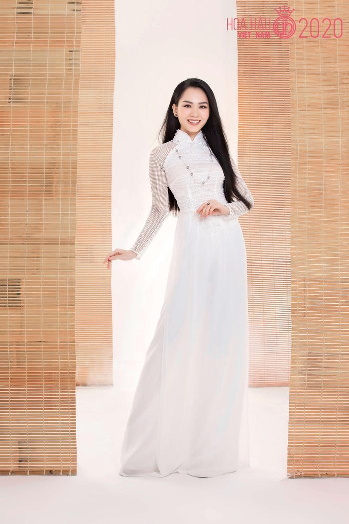 Mê mẩn ngắm nhan sắc Top 60 Hoa hậu Việt Nam 2020 diện áo dài trắng tinh khôi Ảnh 1