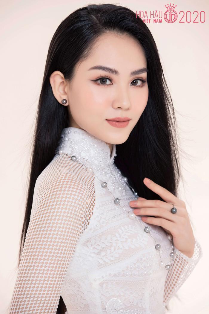 Mê mẩn ngắm nhan sắc Top 60 Hoa hậu Việt Nam 2020 diện áo dài trắng tinh khôi Ảnh 2