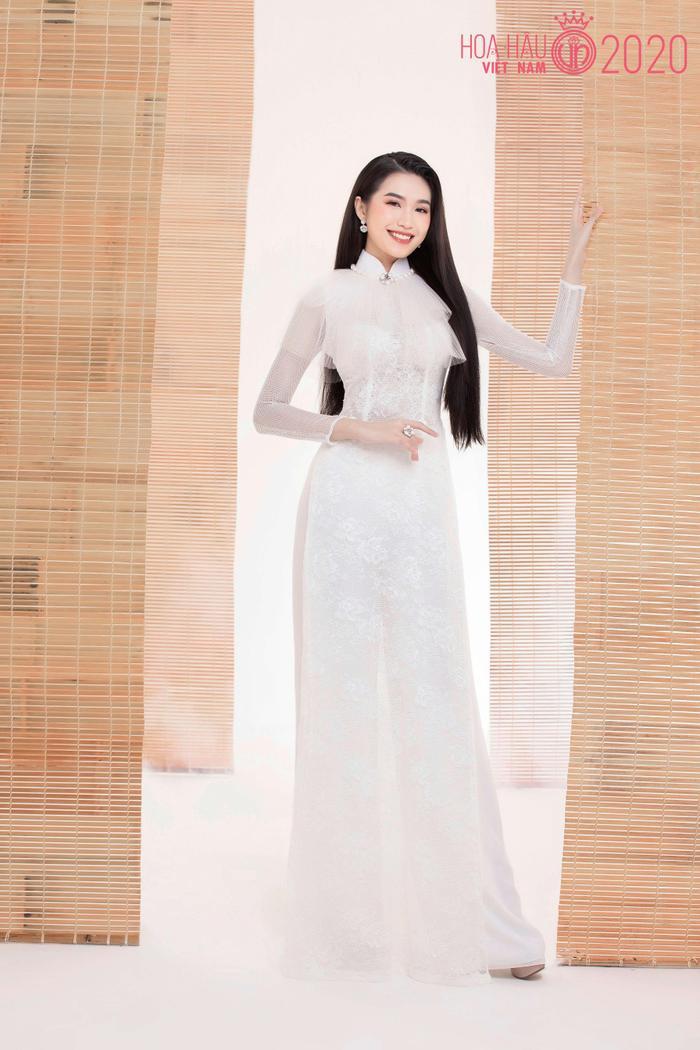 Mê mẩn ngắm nhan sắc Top 60 Hoa hậu Việt Nam 2020 diện áo dài trắng tinh khôi Ảnh 27