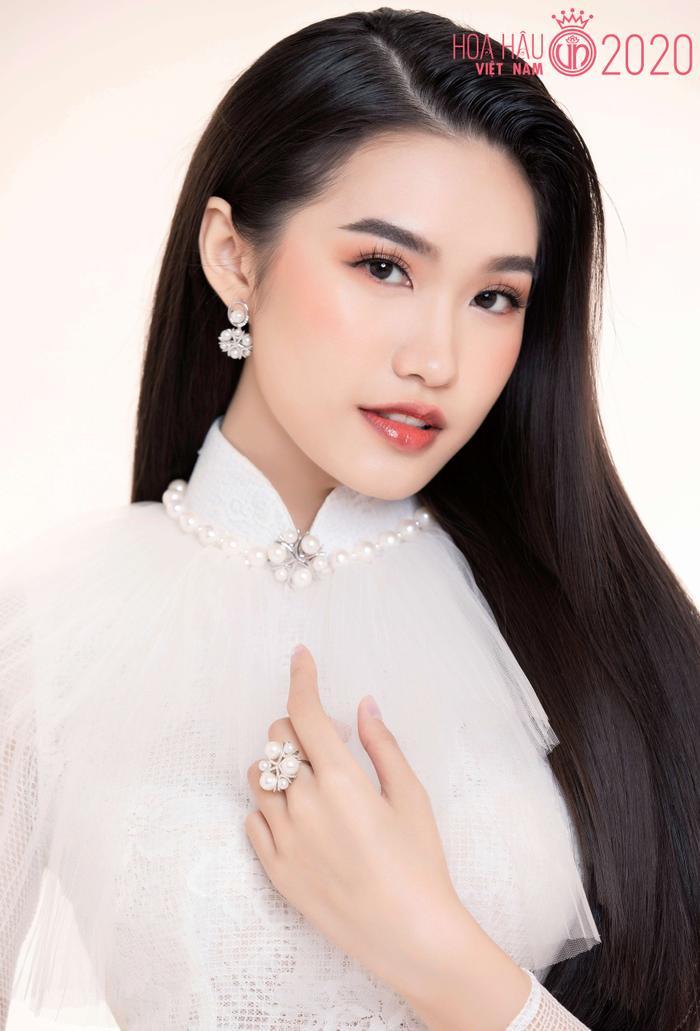 Mê mẩn ngắm nhan sắc Top 60 Hoa hậu Việt Nam 2020 diện áo dài trắng tinh khôi Ảnh 28