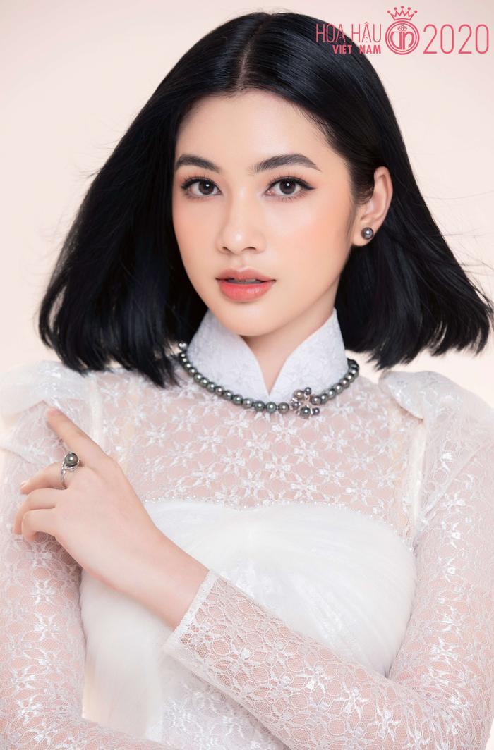 Mê mẩn ngắm nhan sắc Top 60 Hoa hậu Việt Nam 2020 diện áo dài trắng tinh khôi Ảnh 3