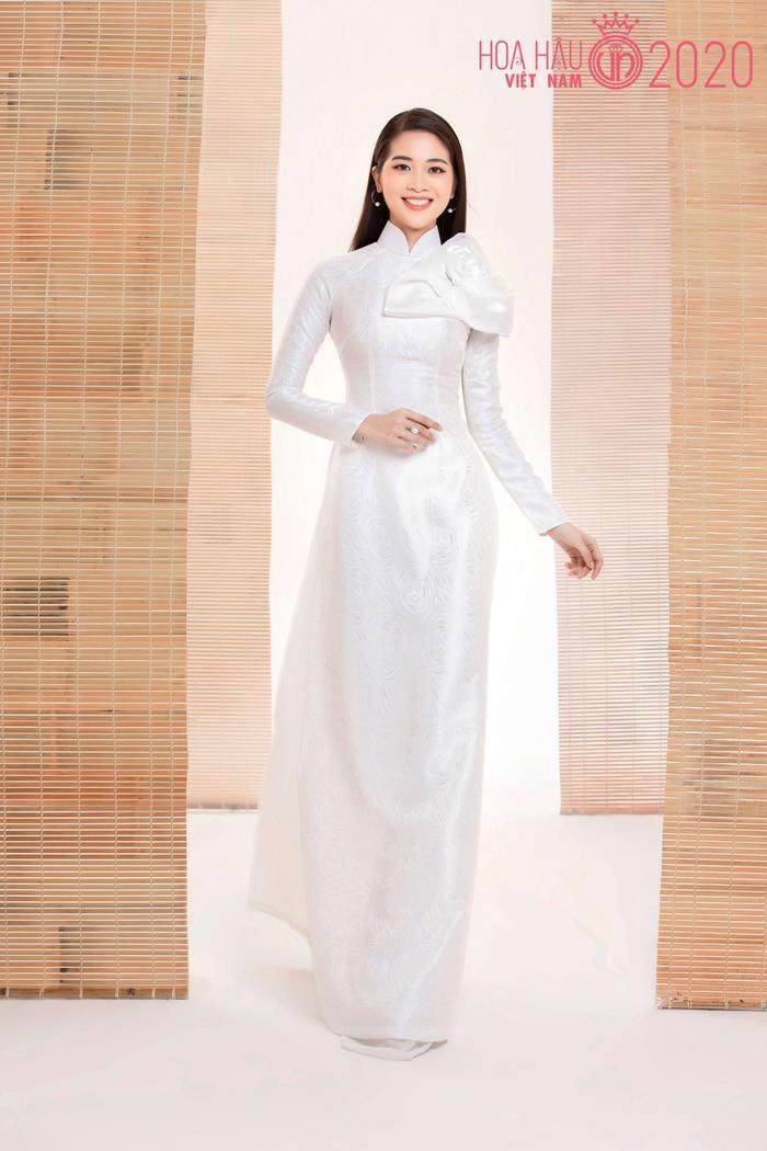 Mê mẩn ngắm nhan sắc Top 60 Hoa hậu Việt Nam 2020 diện áo dài trắng tinh khôi Ảnh 25