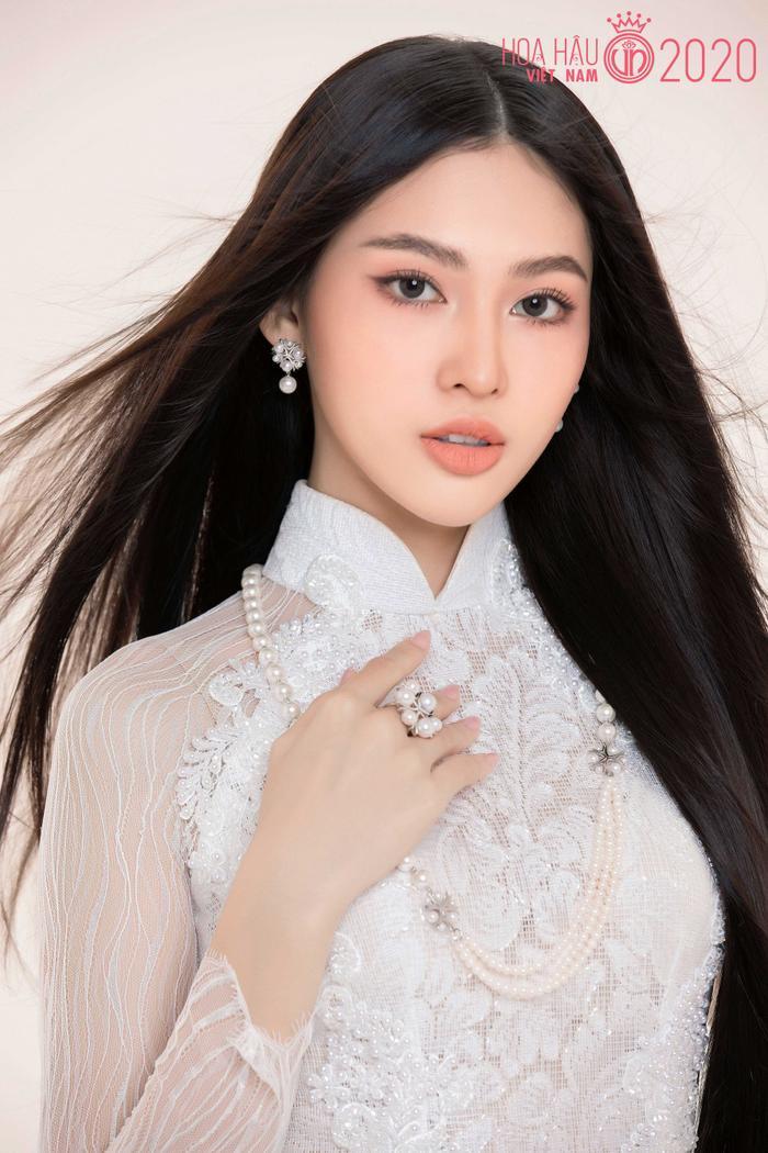 Mê mẩn ngắm nhan sắc Top 60 Hoa hậu Việt Nam 2020 diện áo dài trắng tinh khôi Ảnh 6