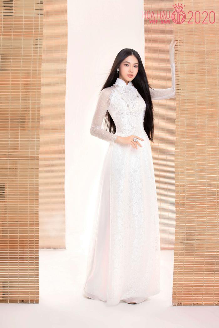 Mê mẩn ngắm nhan sắc Top 60 Hoa hậu Việt Nam 2020 diện áo dài trắng tinh khôi Ảnh 21