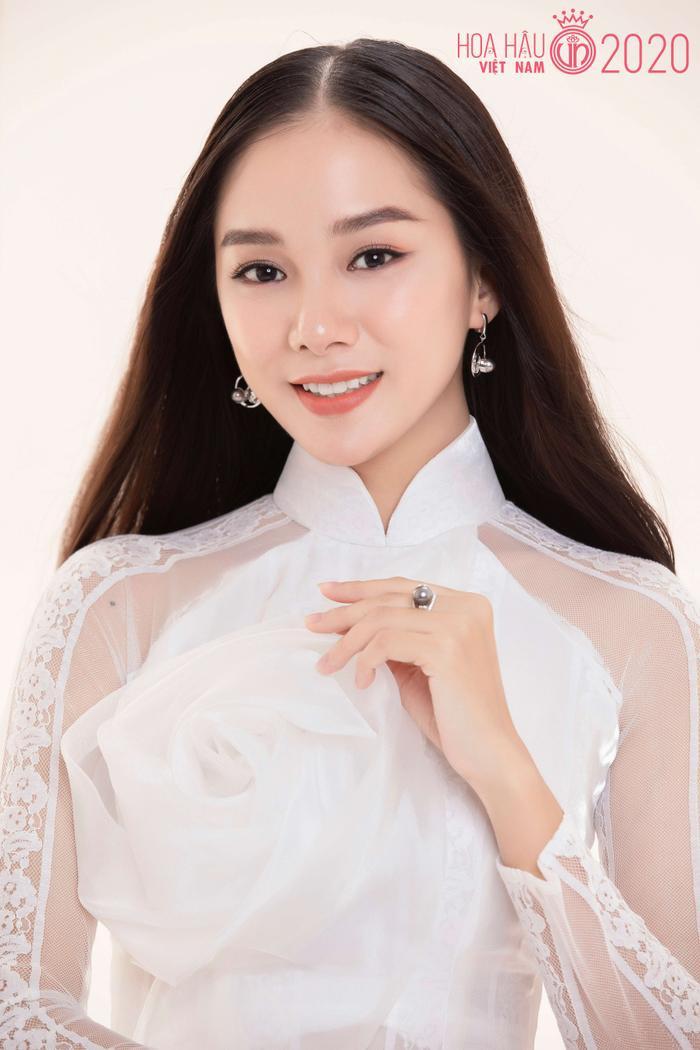 Mê mẩn ngắm nhan sắc Top 60 Hoa hậu Việt Nam 2020 diện áo dài trắng tinh khôi Ảnh 19