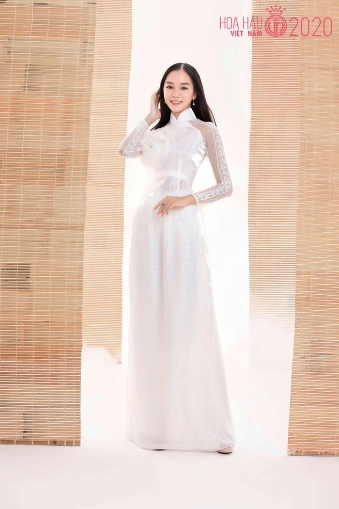 Mê mẩn ngắm nhan sắc Top 60 Hoa hậu Việt Nam 2020 diện áo dài trắng tinh khôi Ảnh 20