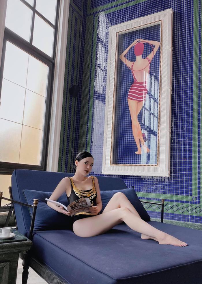Con dâu 'ông trùm' điện tử Sài Gòn gia nhập 'đường đua bikini', khoe dáng 'bốc lửa' cùng thần thái sang chảnh