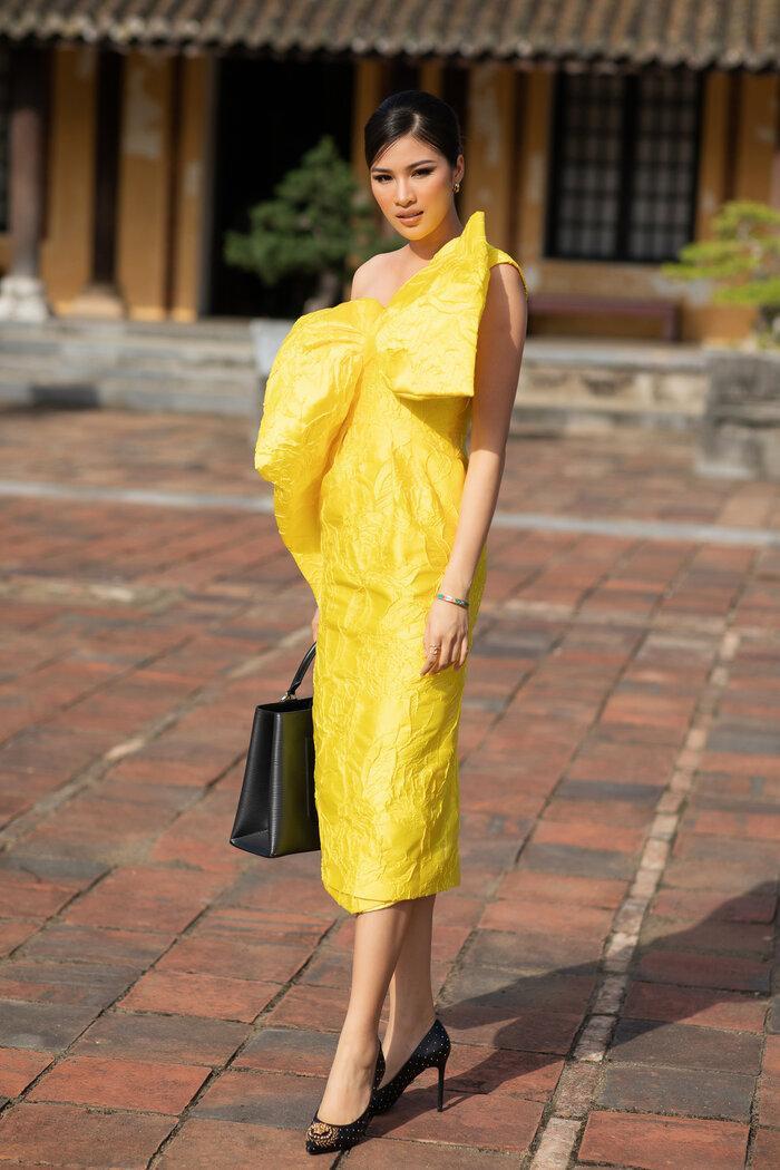 Hoa hậu Tiểu Vy, Lương Thùy Linh 'bùng nổ' nhan sắc, chiếm lĩnh bảng đầu sao đẹp Ảnh 13