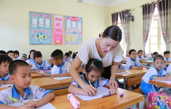 Bộ GD&ĐT: Hoàn thành nhiệm vụ học tập tại lớp, không giao thêm bài tập về nhà cho học sinh lớp 1 Ảnh 1