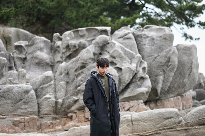 Gong Yoo an nhàn nhưng cô độc ở tuổi 41: Lẻ loi suốt đời như lời tiên tri Song Hye Kyo - Song Joong Ki ly hôn? Ảnh 6