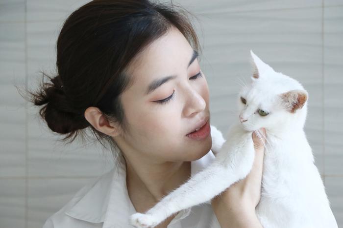 Chàng trai 24 tuổi bỏ công việc thu nhập ổn định cứu những chú mèo bất hạnh, xuất hiện trên hãng thông tấn AFP Ảnh 12