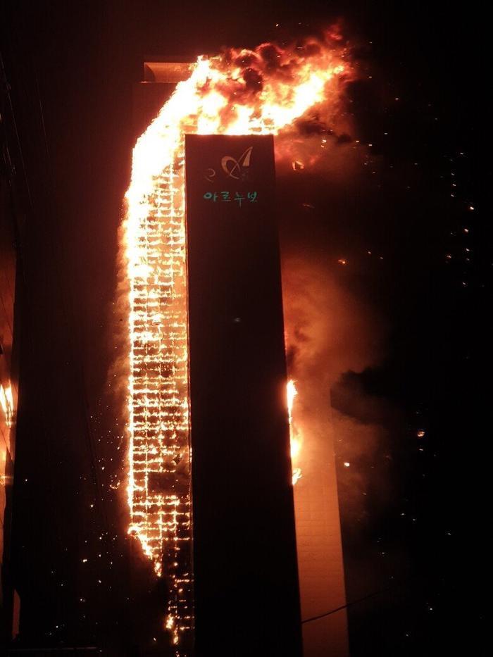 Tòa chung cư thương mại Hàn Quốc cháy lớn trong đêm Ảnh 5