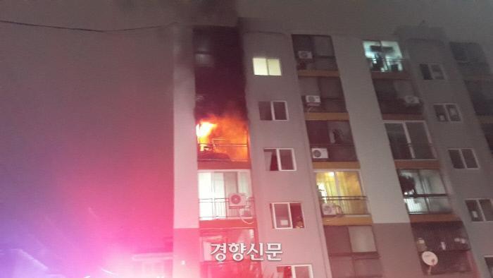 Tòa chung cư thương mại Hàn Quốc cháy lớn trong đêm Ảnh 3