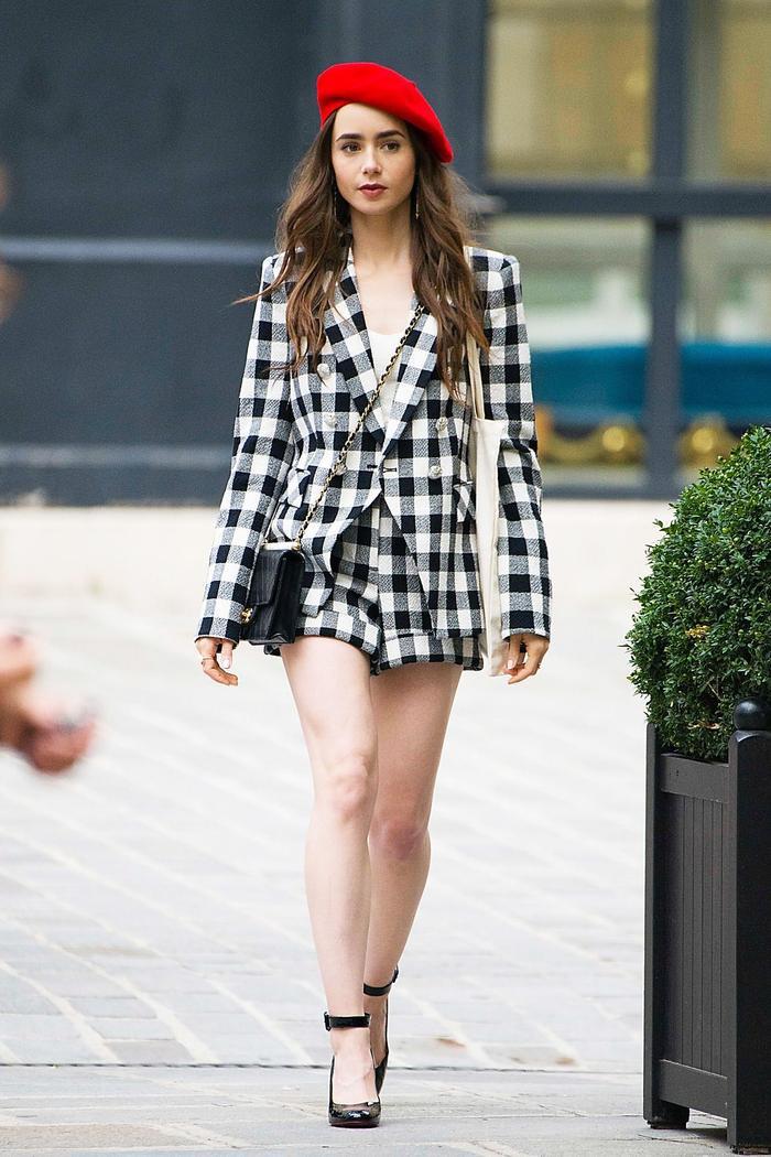 Mặc đẹp theo phong cách Pháp như Lily Collins trong bộ phim Netflix đình đám Emily in Paris Ảnh 1
