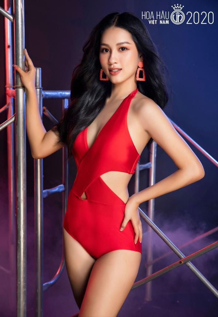 Top 60 Hoa hậu Việt Nam 2020 quyến rũ 'hút mắt' fan trong bộ ảnh bikini Ảnh 20
