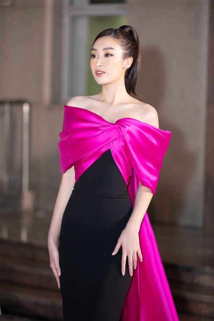 Bán kết Hoa hậu Việt Nam: Tiểu Vy đẹp rực rỡ - Kiều Loan quyến rũ - Lương Thùy Linh sắc sảo hút mắt fan Ảnh 3