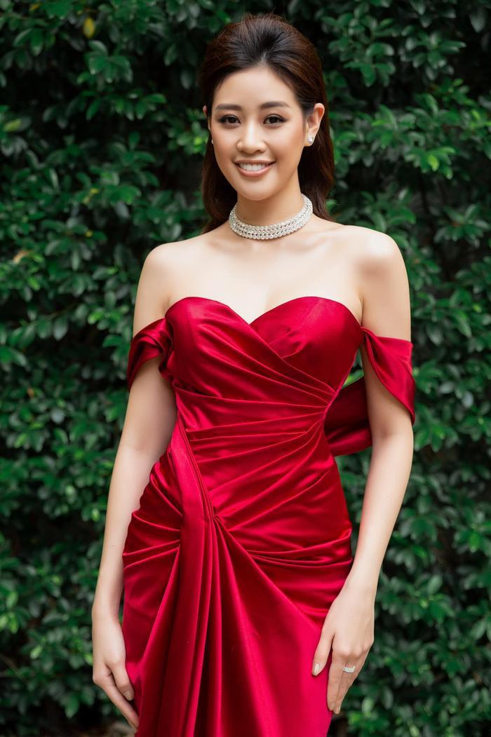 So nhan sắc, trình độ catwalk của Khánh Vân và Tân Hoa hậu Hoàn vũ Thái Lan: Ai hơn ai? Ảnh 25