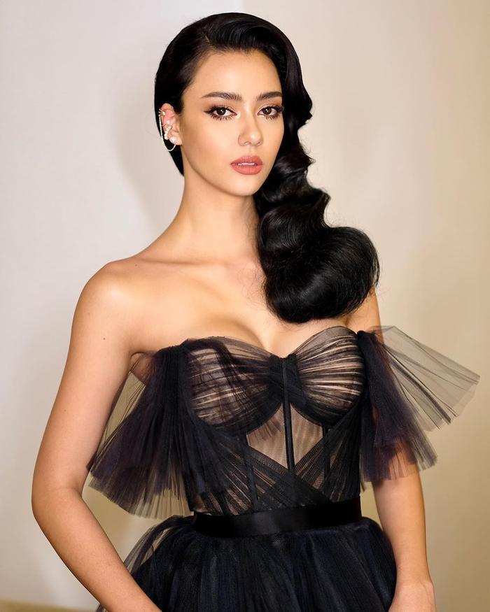 So nhan sắc, trình độ catwalk của Khánh Vân và Tân Hoa hậu Hoàn vũ Thái Lan: Ai hơn ai? Ảnh 20