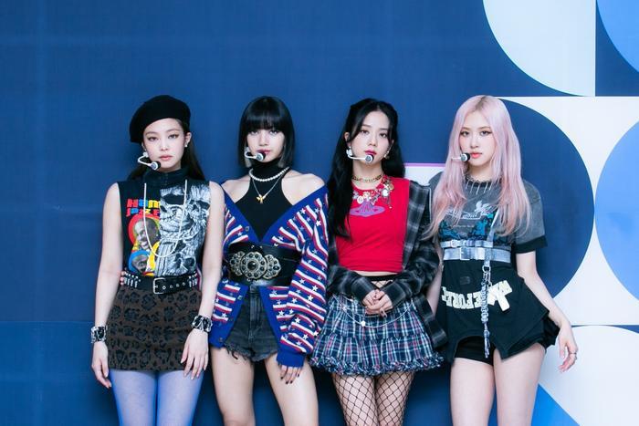 Lovesick Girls chính thức giành cúp chỉ sau 1 ngày quảng bá, BLACKPINK lại gây sốt với tạo hình mới Ảnh 2