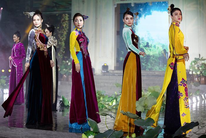 Ngây ngất với những tà áo dài nhung thêu đính họa tiết di sản văn hóa Việt kì công Ảnh 13