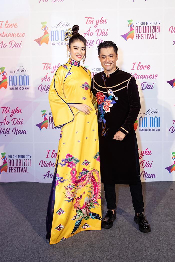 Ngây ngất với những tà áo dài nhung thêu đính họa tiết di sản văn hóa Việt kì công Ảnh 18