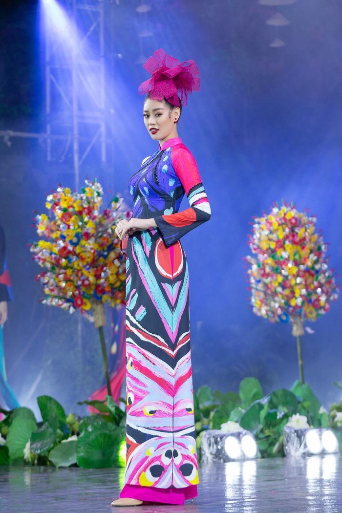 Khánh Vân diện áo dài rực rỡ, lần đầu đọ sắc cùng Tiểu Vy: 2 đương kim hoa hậu Việt Nam, ai hơn ai? Ảnh 3