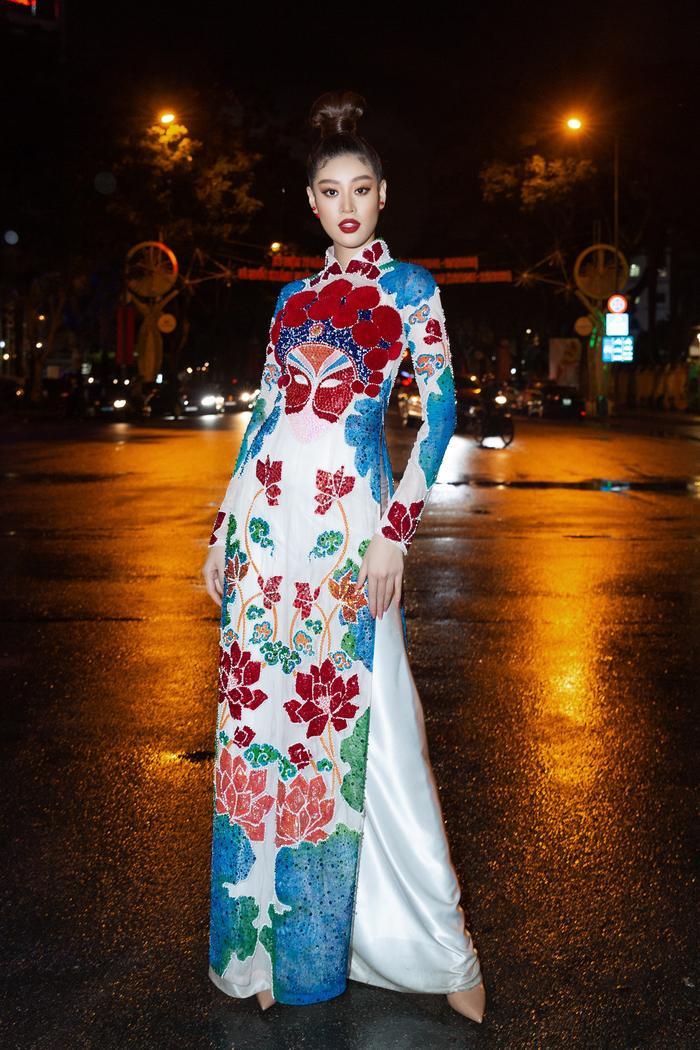 Khánh Vân diện áo dài rực rỡ, lần đầu đọ sắc cùng Tiểu Vy: 2 đương kim hoa hậu Việt Nam, ai hơn ai? Ảnh 6