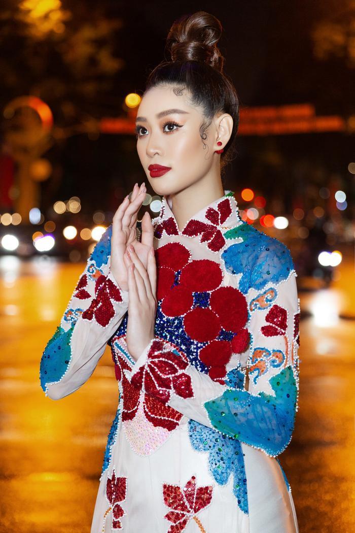 Khánh Vân diện áo dài rực rỡ, lần đầu đọ sắc cùng Tiểu Vy: 2 đương kim hoa hậu Việt Nam, ai hơn ai? Ảnh 7