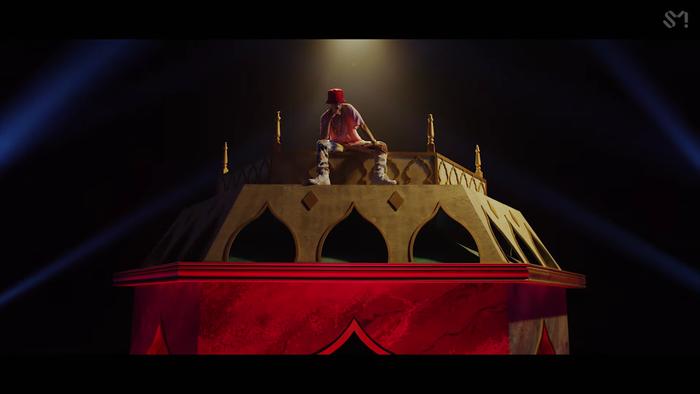 NCT U 'thả xích' MV Make A Wish: Visual bùng nổ gây mê man, đeo vàng khắp mình không hề thua kém... cô Minh Hiếu Ảnh 5