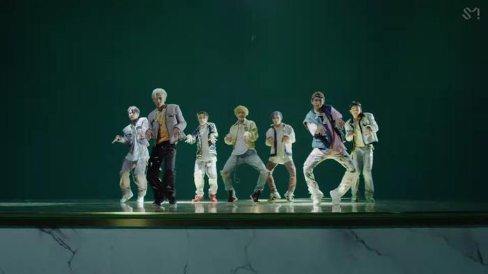 NCT U 'thả xích' MV Make A Wish: Visual bùng nổ gây mê man, đeo vàng khắp mình không hề thua kém... cô Minh Hiếu Ảnh 13