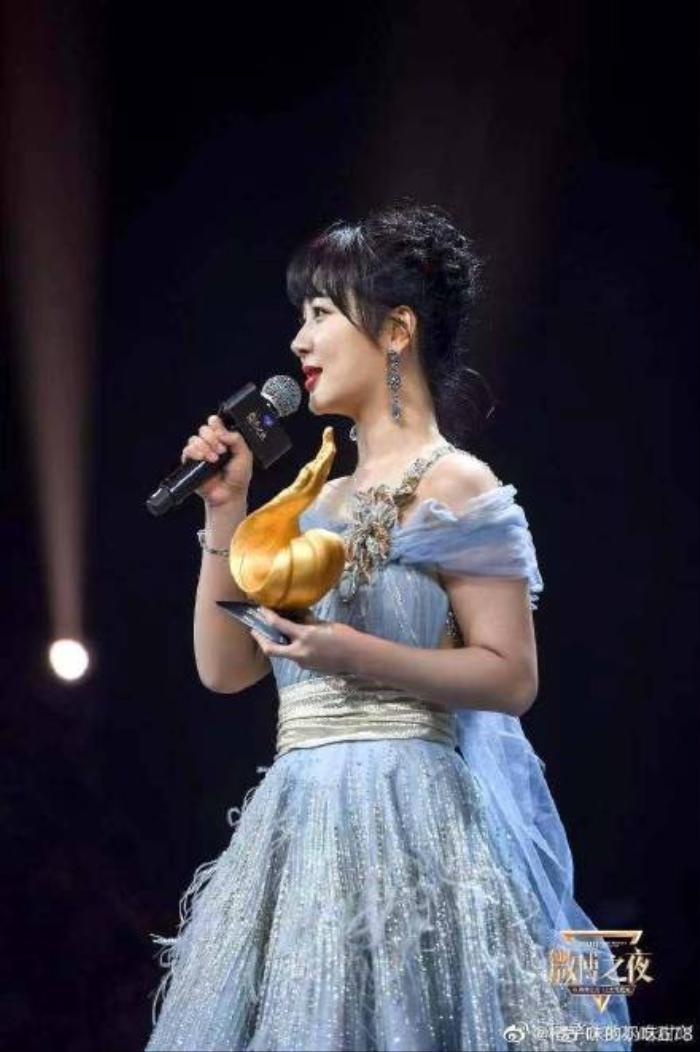 Dương Tử nhiều lần diện váy kém xinh, lộ khuyết điểm hình thể tại các sự kiện trang trọng Ảnh 5