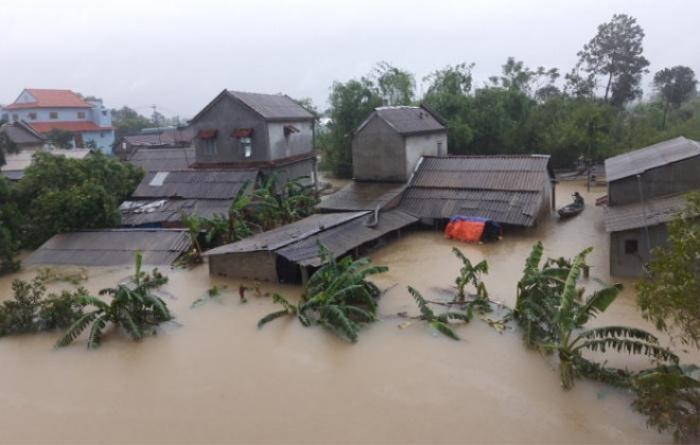 Thủy Tiên kêu gọi 2 tỷ đồng giúp miền Trung, tức tốc bay ra Huế cứu trợ Ảnh 4