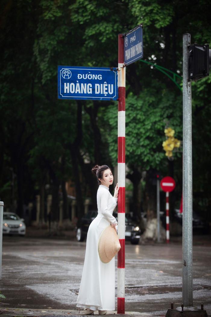 Miss Model 2020 Hà Phương đẹp dịu dàng trong lần đầu diện áo dài Ảnh 4