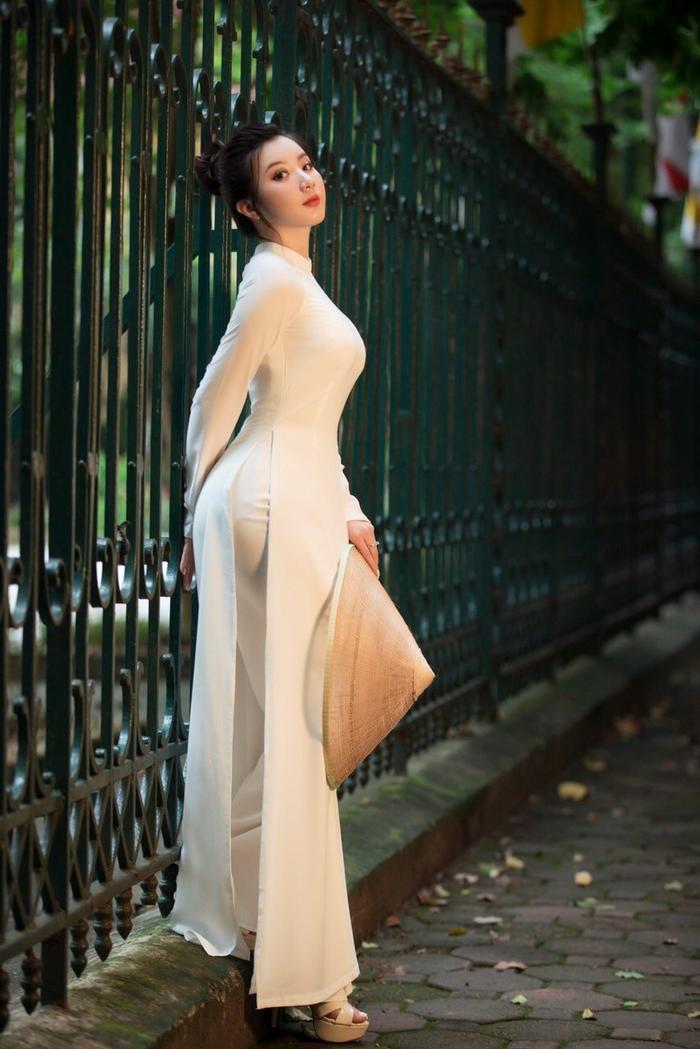 Miss Model 2020 Hà Phương đẹp dịu dàng trong lần đầu diện áo dài Ảnh 6